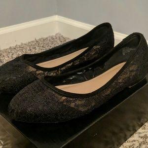 Torrid size 11 black lace flats